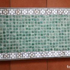 Vintage: TABLERO DE TESELAS DE CUARCITA Y MÁRMOL VERDE DE UNA ANTIGUA MESA BAJA.. Lote 171371598