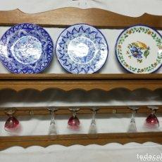 Vintage: PLATERO DE MADERA EN ROBLE. COLGADORES PARA VASOS. MUEBLE AUXILIAR.. Lote 173898033