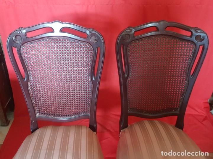 Vintage: Juego de seis sillas en tono rojizo con respaldo de rejilla. - Foto 2 - 179185056