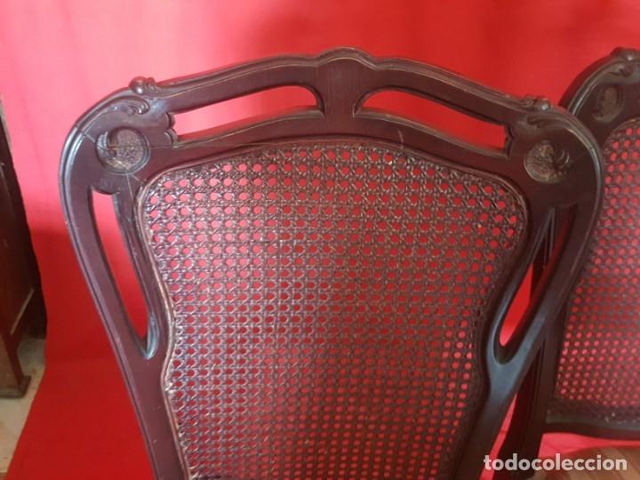 Vintage: Juego de seis sillas en tono rojizo con respaldo de rejilla. - Foto 4 - 179185056
