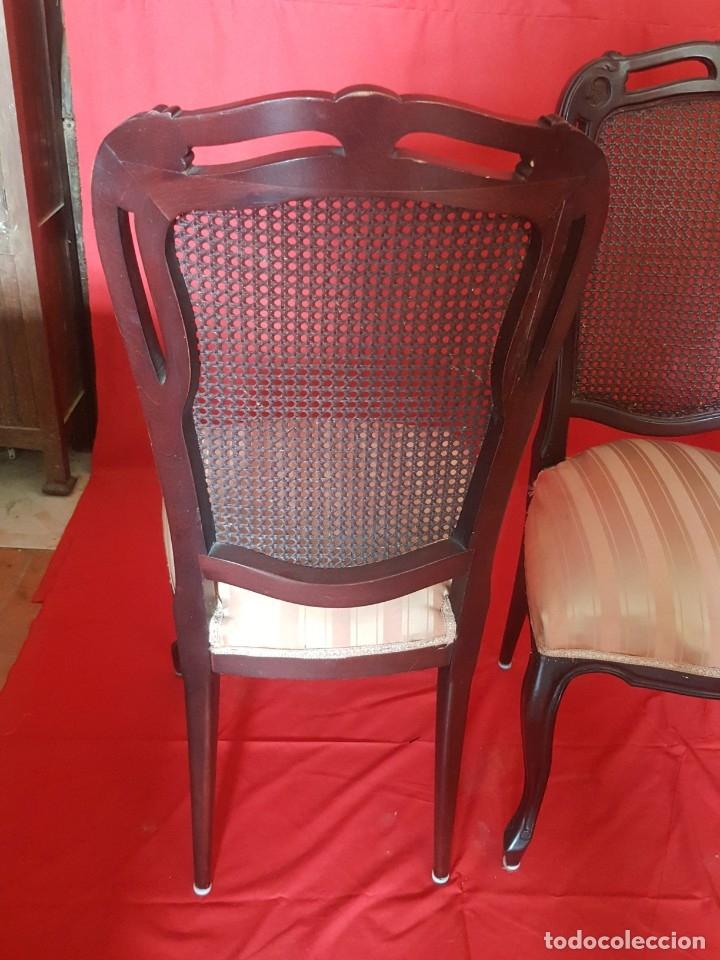 Vintage: Juego de seis sillas en tono rojizo con respaldo de rejilla. - Foto 7 - 179185056