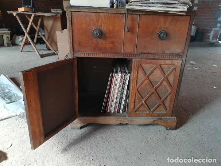 Vintage: MUEBLE ANTIGUA RADIO Y TOCADISCOS OCULTOS. CON CABLES Y AGUJA. Las medidas son: 82x75x42 - Foto 7 - 180938095