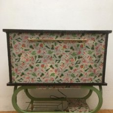 Vintage: MUEBLE-BAR, SACADO A PARTIR DE UN ANTIGUO MUEBLE DE TV., RESTAURADO EN DECOUPAGE DE TELA. Lote 185875613