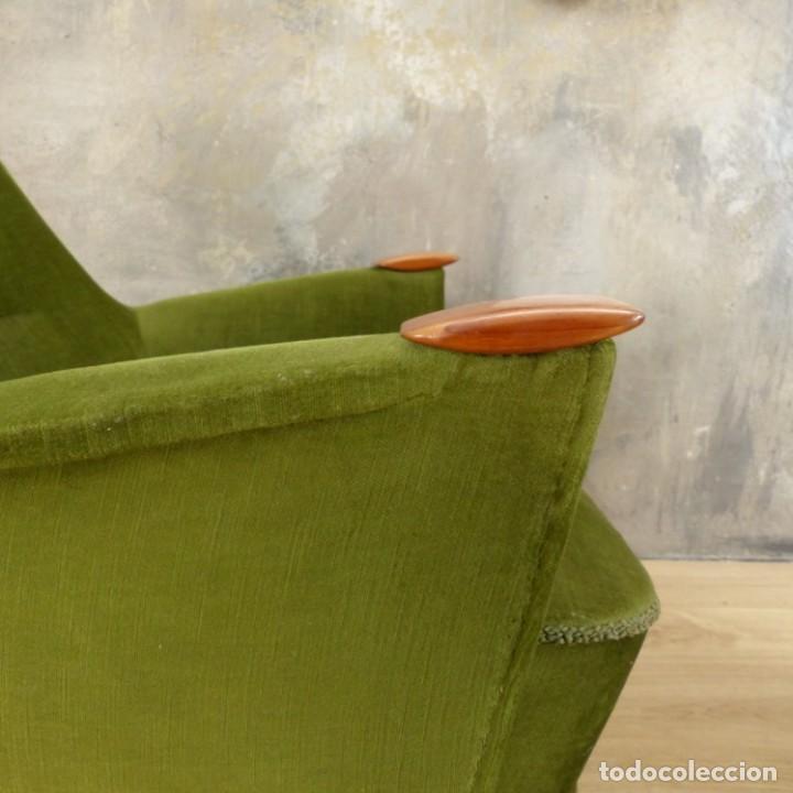 Vintage: Pareja de sillones vintage verdes con brazos de madera. 1950 - 1959 - Foto 20 - 155164914