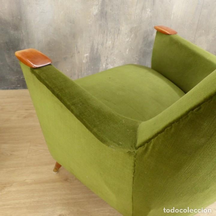 Vintage: Pareja de sillones vintage verdes con brazos de madera. 1950 - 1959 - Foto 23 - 155164914
