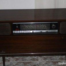 Vintage: MUEBLE RADIO TOCADISCOS DE LOS AÑOS 70 FUNCIONA A 220V. Lote 194860790