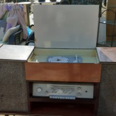 Vintage: MUEBLE RADIO TOCADISCOS. Lote 194981587