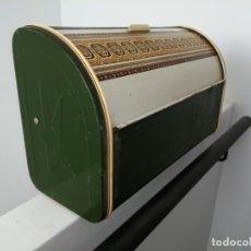 Vintage: CAJA PANERA DE METAL CHAPA LATA ALACENA BAÚL ARMARIO HOJALATA ESPECIERO VITRINA PARA EL PAN. Lote 199349607