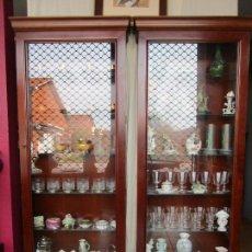 Vintage: PAREJA DE VITRINAS - ESTANTES DE CRISTAL, LUZ INTERIOR -DESMONTABLES -ANCHO 79 FONDO - 23 ALTURA 182. Lote 200671885