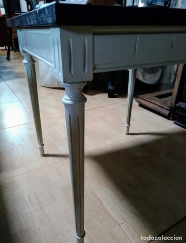 Vintage: Mesa baja de madera estucada y mármol - Foto 2 - 204108386