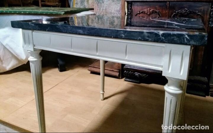 Vintage: Mesa baja de madera estucada y mármol - Foto 3 - 204108386