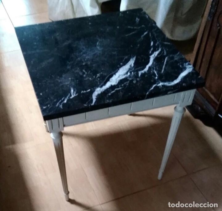 Vintage: Mesa baja de madera estucada y mármol - Foto 4 - 204108386