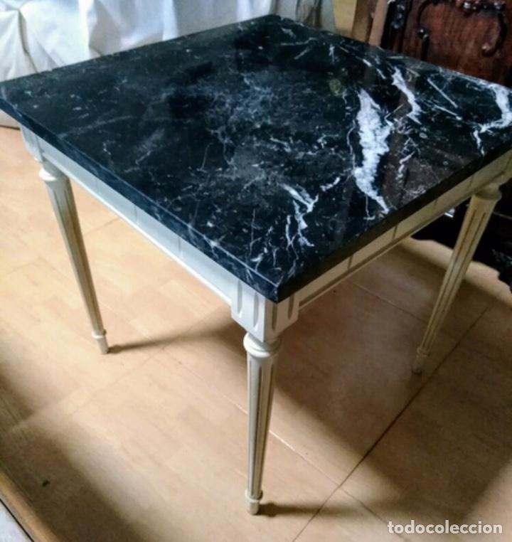 MESA BAJA DE MADERA ESTUCADA Y MÁRMOL (Vintage - Muebles)