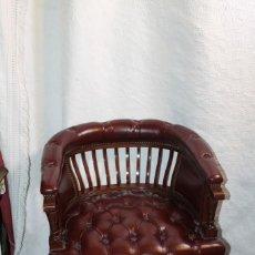 Vintage: PAREJA DE BUTACAS DE CUERO CAPITONÉ. Lote 205870486