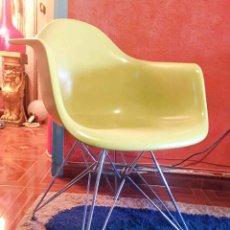 Vintage: SILLA EAMES REEDICION ORIGINAL VITRA MOSTAZA. Lote 210070846