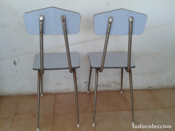 Vintage: 2 SILLAS FORMICA AZUL CLARO AÑOS 60 VINTAGE - Foto 7 - 217963686