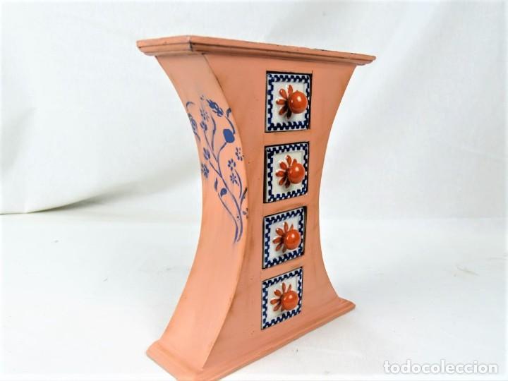 Vintage: Curioso mueble en madera con cajones en cerámica - Foto 2 - 218518610