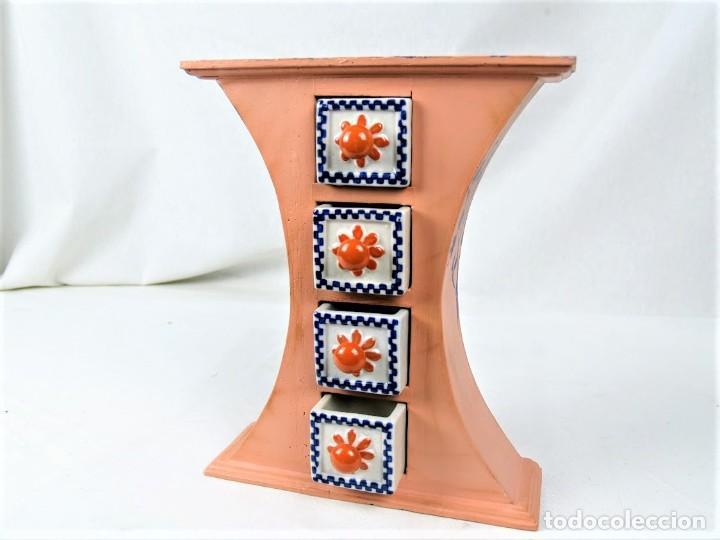 Vintage: Curioso mueble en madera con cajones en cerámica - Foto 3 - 218518610