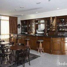 Vintage: GRAN MUEBLE CASTAÑO Y CEREZO..CASA..HOTEL.. CAFE.. PUB ..LUJO..LIBRERÍA.. VITRINA. Lote 220063935