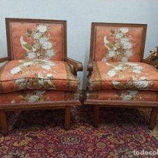 Vintage: PAREJA DE CÓMODOS BUTACONES DE MADERA DE HAYA. TAPIZADOS. Lote 224431362