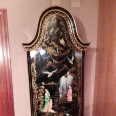 Vintage: PRECIOSO MUEBLE ESTILO ORIENTAL NEGRO LACADO Y PINTADO CON RELIEVES Y PARTE SECRETA TRASERA. Lote 224906413