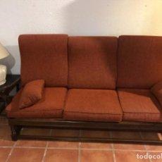 Vintage: SOFÁ 3 PLAZAS Y DOS SILLONES DE MADERA. MUEBLES DE SALÓN. Lote 227723570