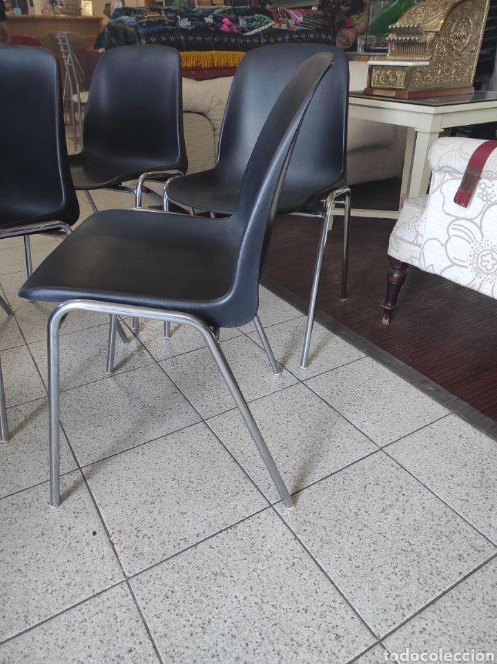 Vintage: 4 Sillas confidente plástico y estructura acero inoxidable - Foto 4 - 235223780