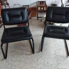 Vintage: LOTE DE 2 SILLAS DE POLIPIEL NEGRO Y METAL,VINTAGE. Lote 240515965