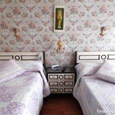 Vintage: DORMITORIO LACADO MARFIL Y MARRON-VINTAGE-AÑOS 60. Lote 244433095