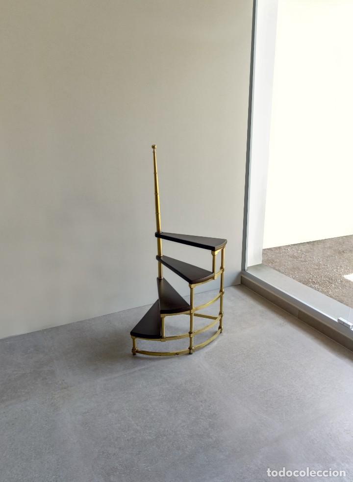 Vintage: Escalera caracol de biblioteca en latón y cuero, 1960s - Foto 2 - 261631080