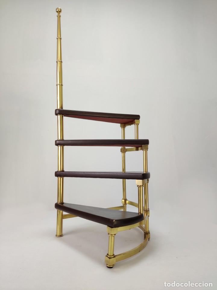 Vintage: Escalera caracol de biblioteca en latón y cuero, 1960s - Foto 3 - 261631080