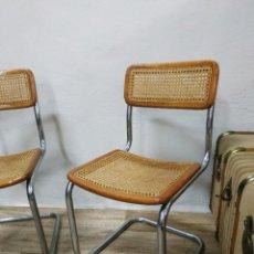 Vintage: EXCELENTE PAREJA SILLAS DISEÑO ESTILO CESCA MARCEL BREUER TUBO CROMADO REJILLA Y MADERA LACADA. Lote 261859120