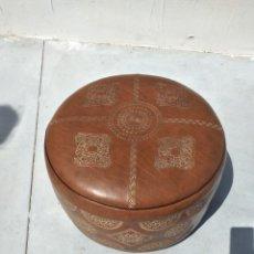 Vintage: PRECIOSO PUFF DE CUERO. MARROQUI. Lote 265805914