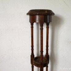Vintage: SOPORTE PARA MACETAS DE MADERA TORNEADA, CON TRES BALDAS, UNOS 80 CMS. DE ALTO. Lote 276249238