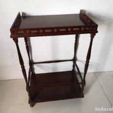 Vintage: CAMARERA O MESA AUXILIAR CON RUEDAS, DE MADERA, UNOS 68 X 46 X 33 CMS.. Lote 276249658