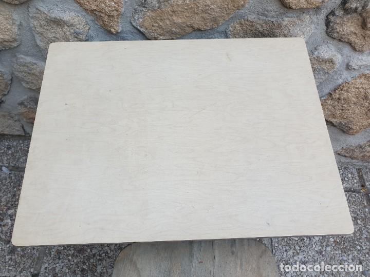 Vintage: Antigua silla con pupitre con cajonera. - Foto 4 - 278544023