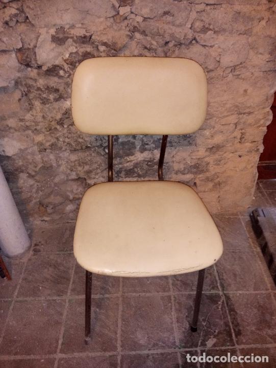 ANTIGUA SILLA DE OFICINA DE COLOR CREMA Y DE SKAY DE MOBEL LINEA S.L. CERVERA DE LOS AÑOS 70 (Vintage - Muebles)