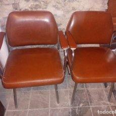 Vintage: PAREJA DE SILLAS DE OFICINA INDUSTRIALES DE COLOR MARRON DE SKAY AÑOS 70. Lote 286871943
