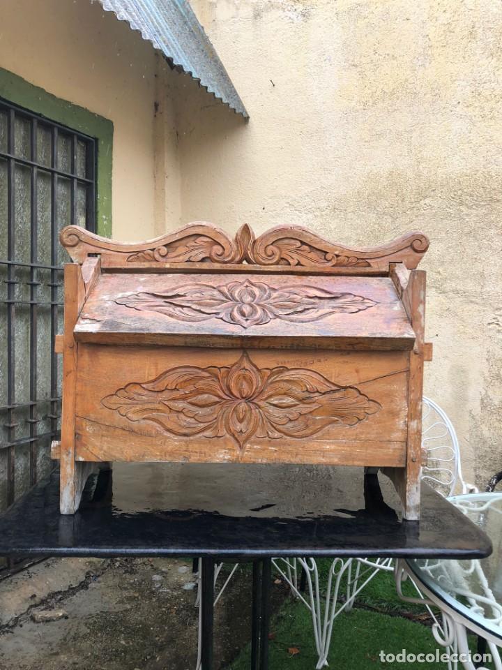Vintage: Precioso arcón en madera tallado, con las tapas abatibles. - Foto 2 - 287582558