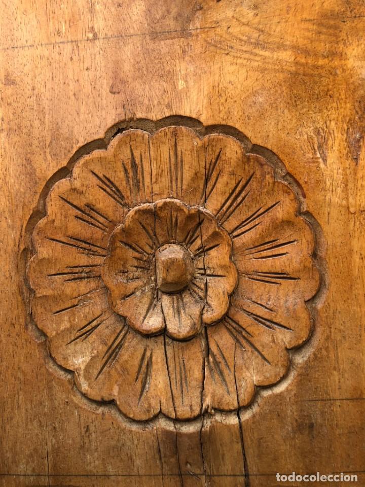 Vintage: Precioso arcón en madera tallado, con las tapas abatibles. - Foto 4 - 287582558