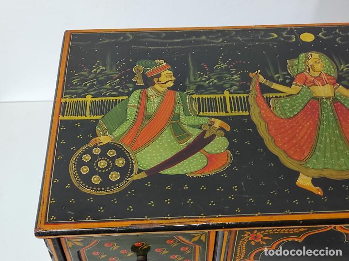 Vintage: Precioso Mueble Oriental - Madera Maciza Policromada - con Puertas y Cajones - Foto 3 - 291907053