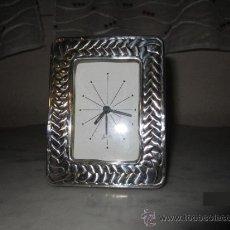 Vintage: RELOJ DE SOBREMESA EN PLATA Y MADERA. Lote 35581640