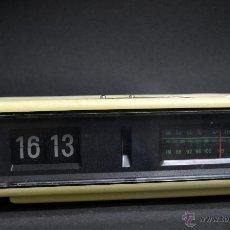 Vintage: FANTÁSTICO RADIO DESPERTADOR AURITONE DE TIPO FLIP CLOCK O NÚMEROS VOLCABLES AÑOS 70. Lote 47072168