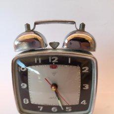 Vintage: RELOJ DESPERTADOR VINTAGE DIAMOND DE CUERDA CARGA MANUAL AÑOS 60 AZUL CELESTE. Lote 54453664