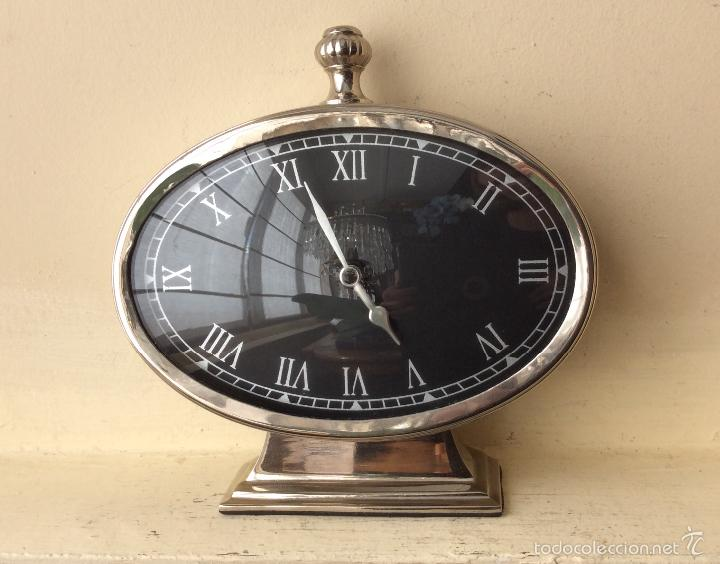 RELOJ DE SOBRE MESA DE ALPACA PLATEADA- FUNCIONA (Relojes - Relojes Vintage )