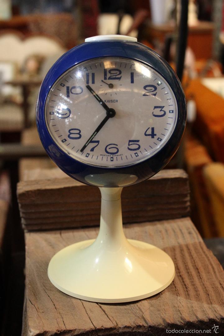 RELOJ DESPERTADOR VINTAGE AÑOS 60 TIPO TULIP, A CUERDA. MARCA KAISER, ALEMAN. FUNCIONANDO (Relojes - Relojes Vintage )