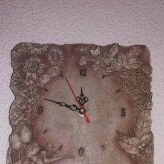Vintage: RELOJ DE PARED DECORATIVO EN FORMA DE TABLA DE ESCRITURA. Lote 85377470