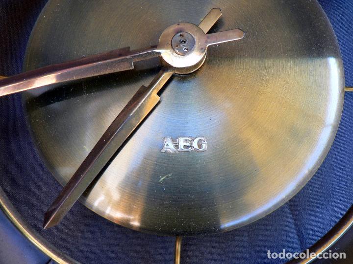 Vintage: RELOJ DE PARED ELECTRICO AEG MODELO STUTTGART - RARO MODELO DE LOS AÑOS 50 - ALEMANIA - Foto 2 - 85437612