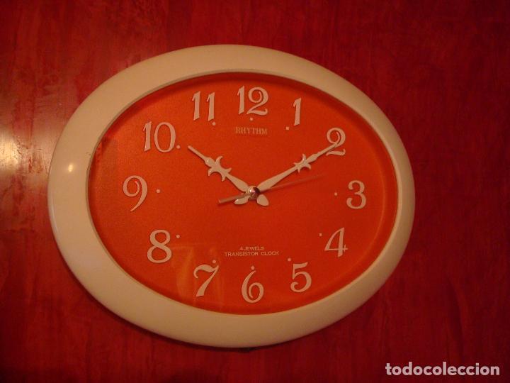 RELOJ DE PARED COCINA RHYTHM OVALADO NARANJA 4 JEWELS TRANSISTOR CLOCK (Relojes - Relojes Vintage )