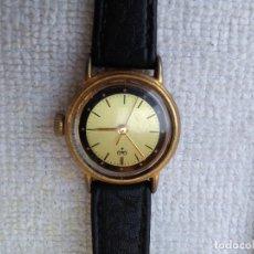 Vintage: RELOJ Q&Q SE CARGA A CUERDA PERO HAY QUE SACUDIRLO PARA QUE FUNCIONE. . Lote 114538023